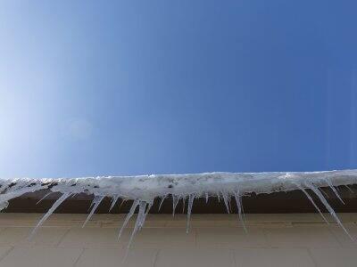 ice dam in gutters