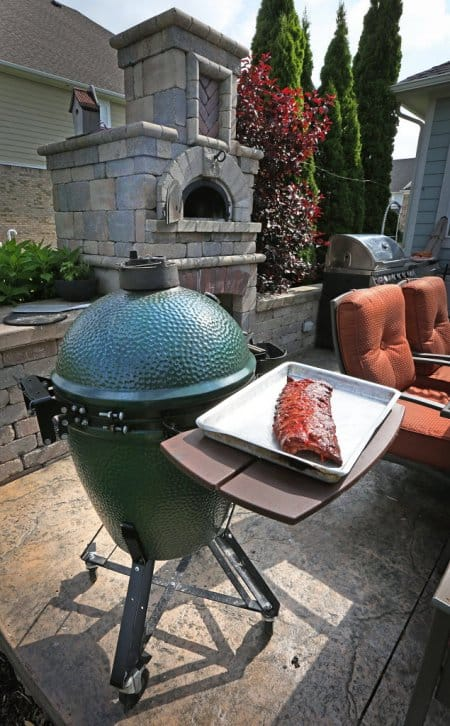 Big green egg with ribs