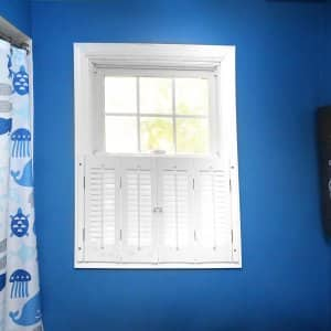 blue painted bathroom (Photo by Frank Espich)