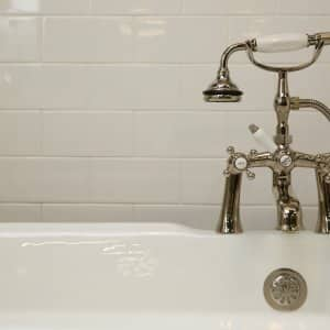 bathtub with subway tile and sprayer (Photo by Brandon Smith)
