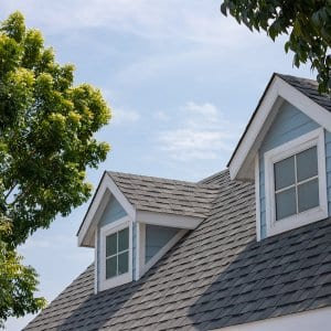 House with shingle roof (Photo by Rattanachat - stock.adobe.com)