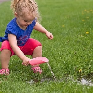 Child plays with a toy scoop in the yard (Photo by emholk/iStock/Getty Images Plus via Getty Images)