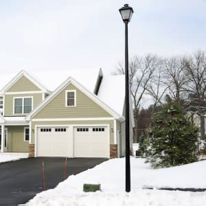 a home with snow on the grass and a clear driveway (Photo by © nd700 - stock.adobe.com)