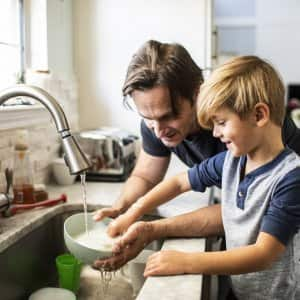 A father and his son doing the dishes (Photo by MoMo Productions/DigitalVision via Getty Images)