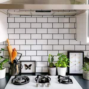 A countertop with kitchen backsplash tiles (Photo by Luoxi - stock.adobe.com)
