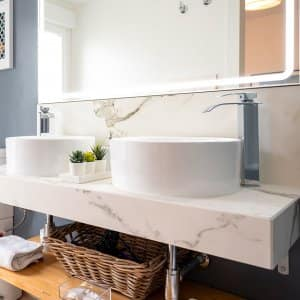 Light modern bathroom with dual sinks (Photo by Bisual Photo - stock.adobe.com)
