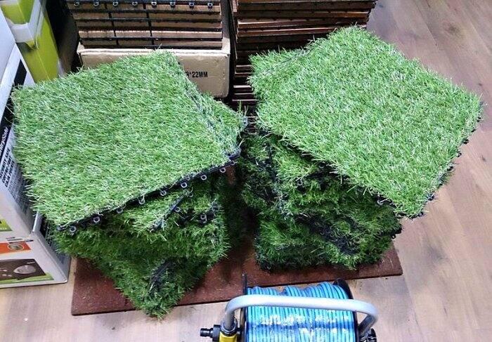 fake grass pallet