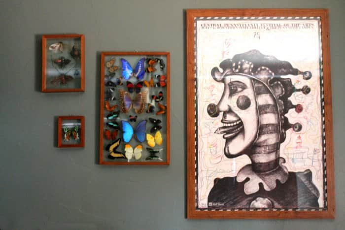 gallery wall apartment decorating