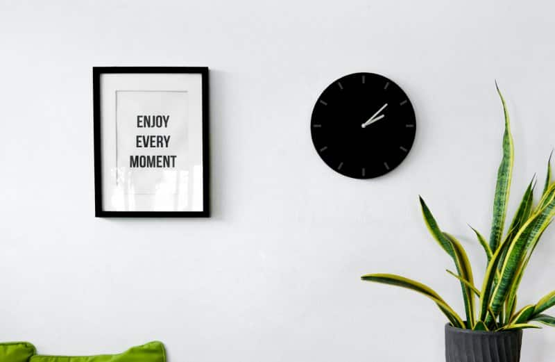 picture and clock on wall  (Photo by imnoom/iStock/Getty Images Plus via Getty Images)