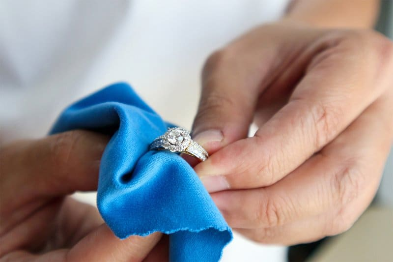 Man cleaning a ring with microfiber cloth (Photo by Piman Khrutmuang - stock.adobe.com)