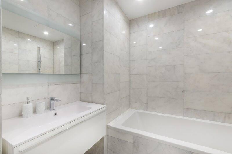 All-white marble bathroom (Photo by Alhim – stock.adobe.com)