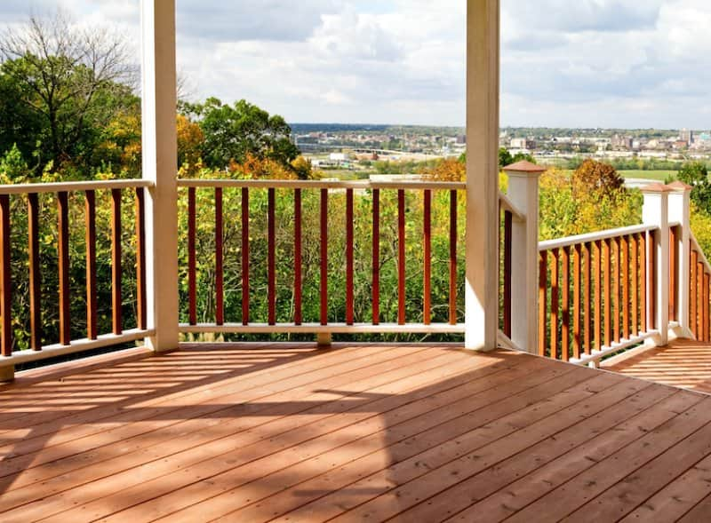 a cedar deck overlooking the city in the distance (Photo by ©  ghornephoto/ iStock / Getty Images Plus/Getty Images.)