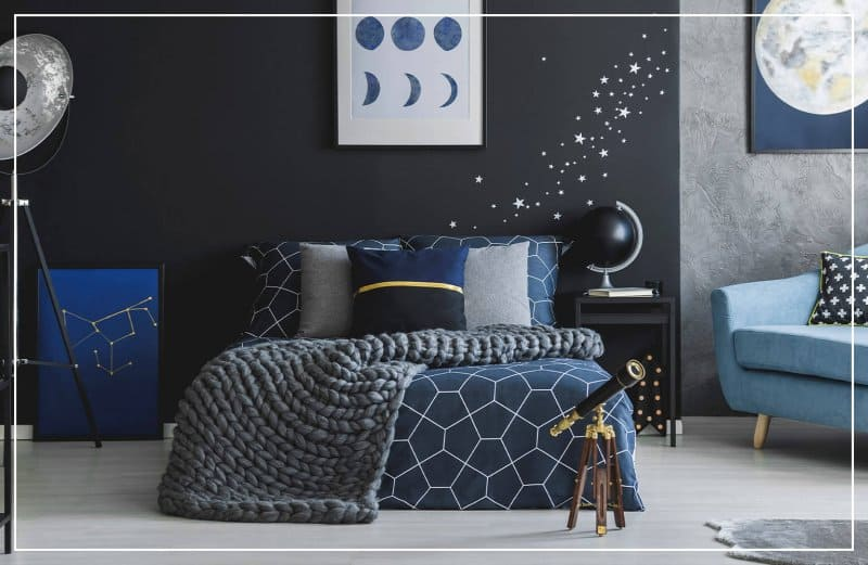 constellation wall mural in bedroom (Photo by Photographee.eu/Shutterstock.com)