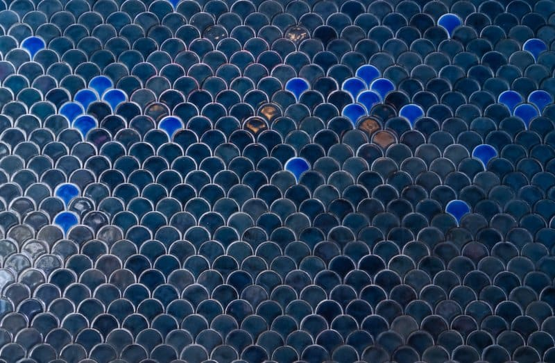 Navy blue fish scale kitchen tile with bright blue accents (Photo by enchanted_fairy - stock.adobe.com)