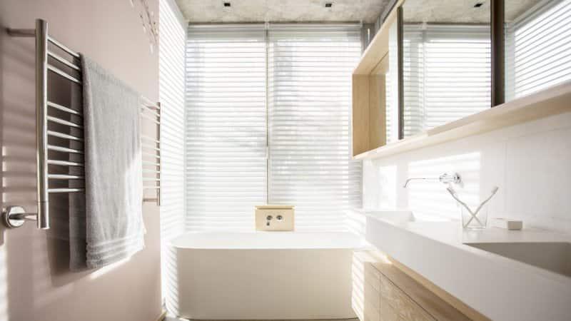 The interior of a sunny modern bathroom (Photo by Tom Merton/KOTO - stock.adobe.com)