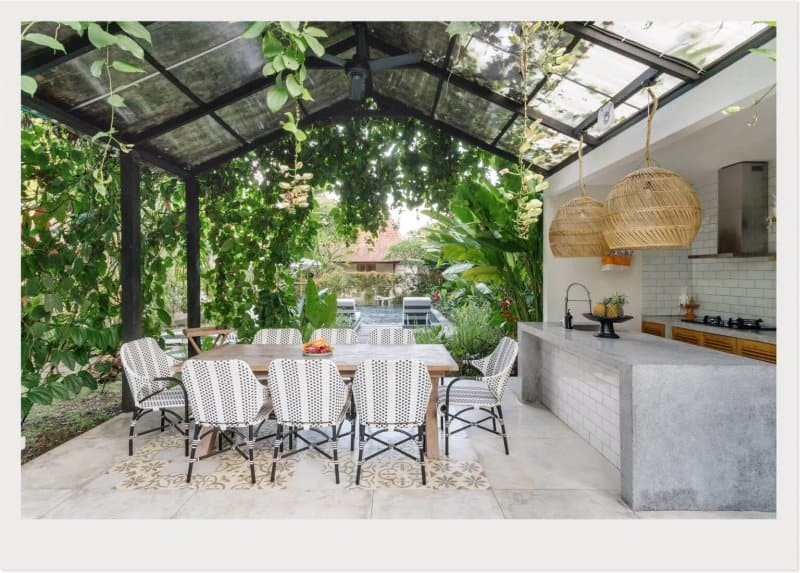 kitchen grilling area sunroom (Photo by © brizmaker/Getty Images)