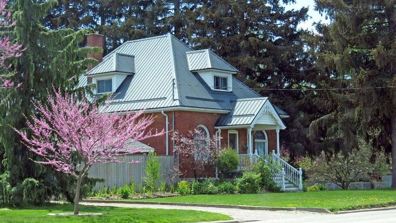 Metal roof on older home (Photo by Nik - stock.adobe.com)