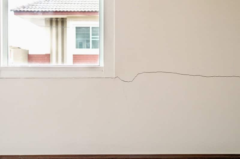 Cracked paint on wall (Photo by  Piman Khrutmuang - stock.adobe.com)