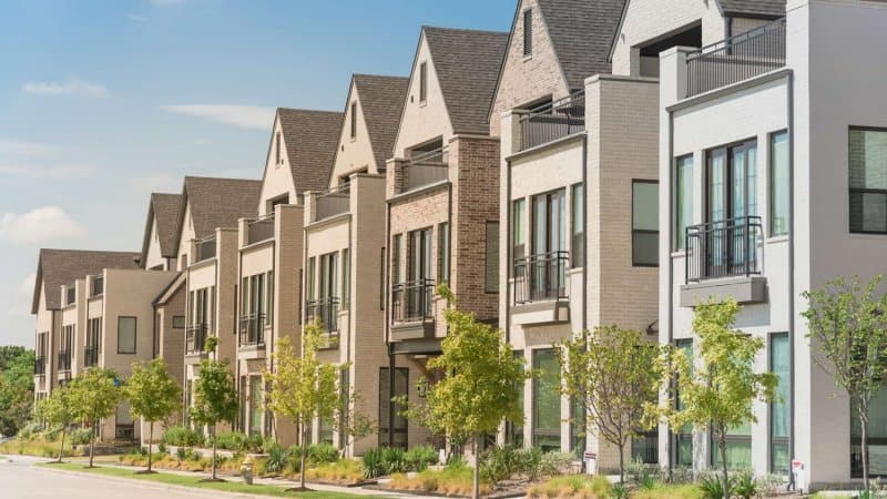 A row of newly built townhouses in Dallas, TX (Photo by TrongNguyen/iStock / Getty Images Plus via Getty Images)