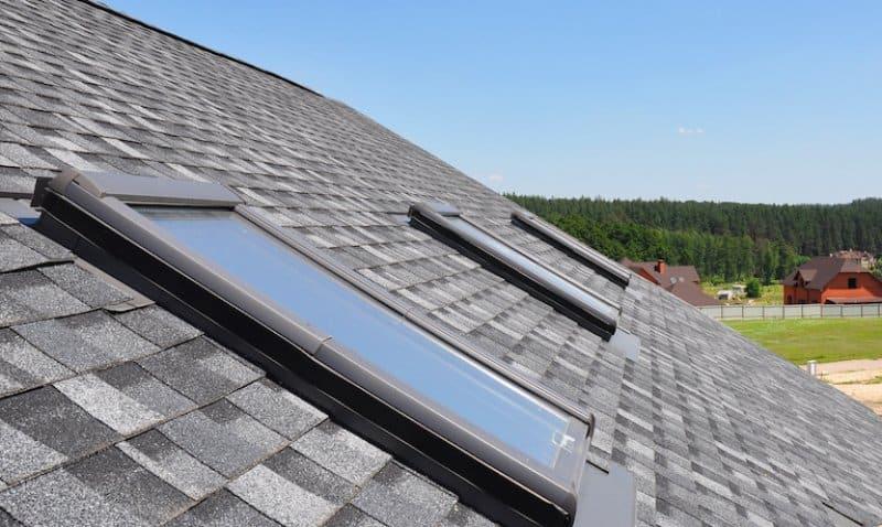 three skylight windows on the roof of a house (Photo by © bildlove - stock.adobe.com)
