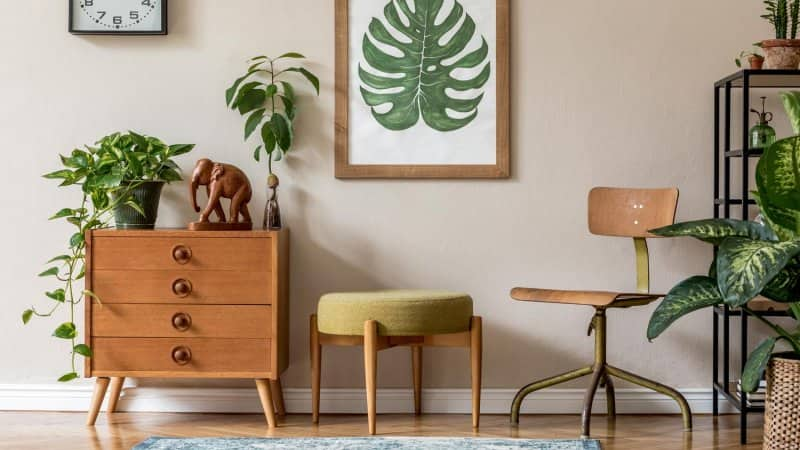 A vintage living room with beige wall (Photo by FollowTheFlow - stock.adobe.com)