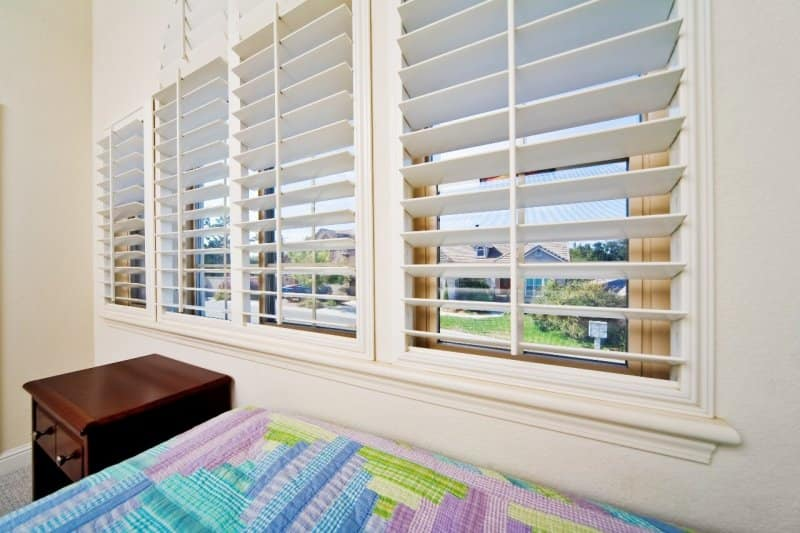 white wooden blinds in a home (Photo by © slobo/E+/Getty Images.)