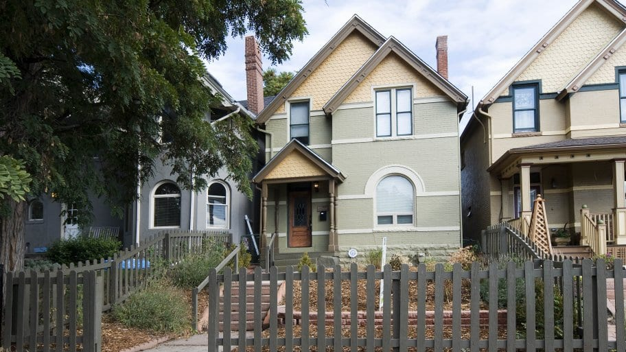 home exterior with picket fence