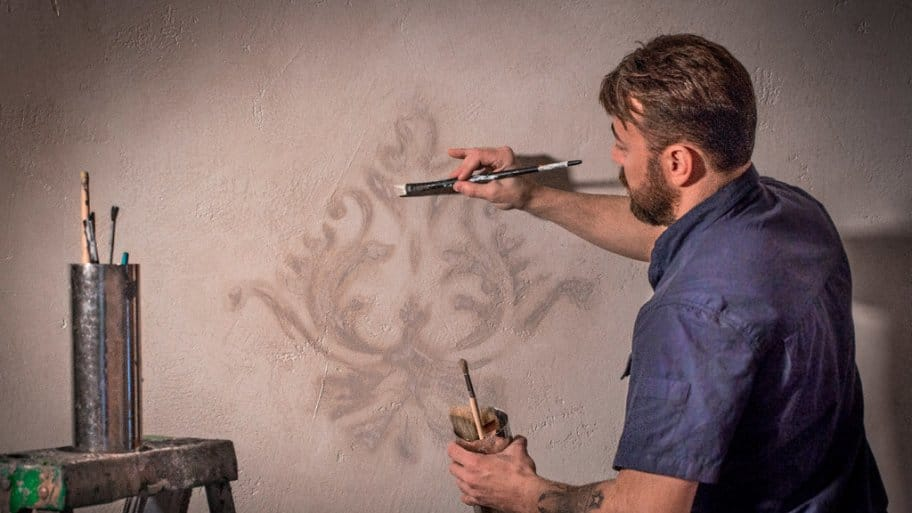 Silver Crow Studios' Sean Sheppard finishes a wall with Venetian plaster