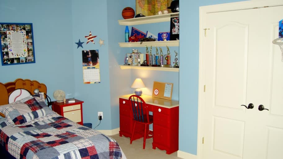 boy bedroom with sports theme