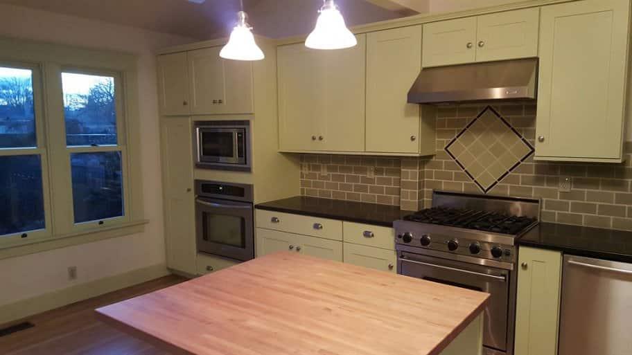 kitchen before paint job