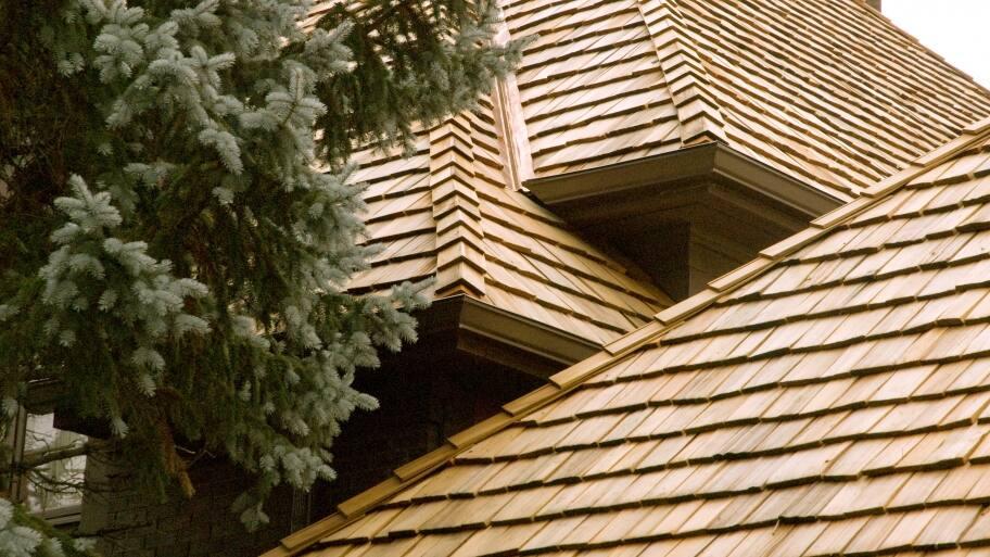 wood cedar shake roof