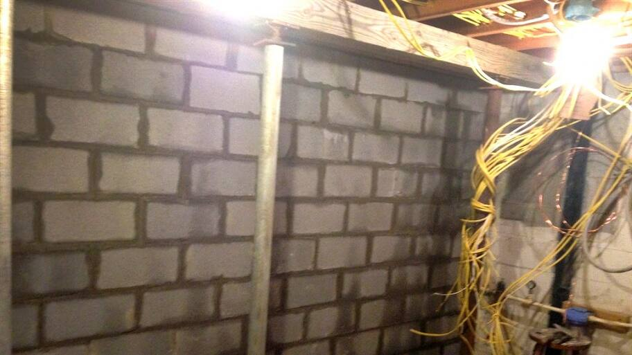 Internal foundation support wall