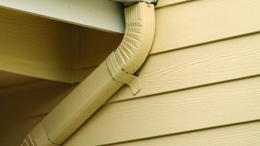roof edge with gutters