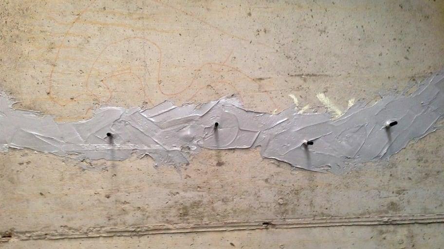 Horizontal concrete crack patch
