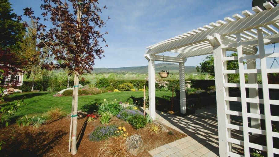 patio with pergola and mountain view