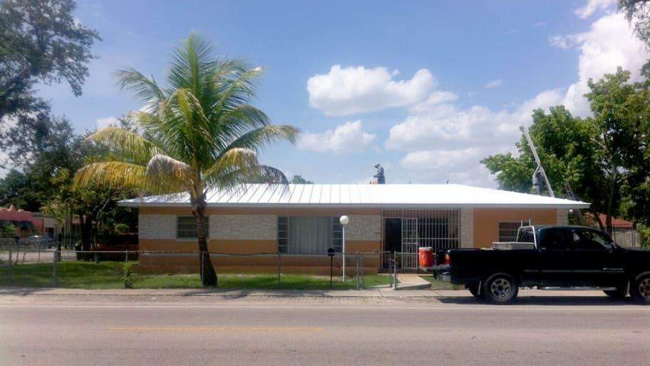 new metal roof on Florida home