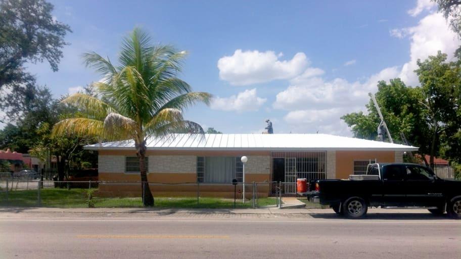 single-seam metal roof in Miami, Florida