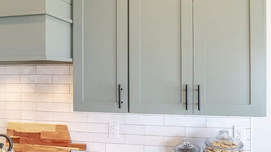 Modern kitchen cabinets and hardware