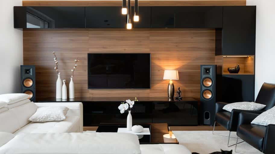 Modern living room with lights on (Photo by JRP Studio – stock.adobe.com)