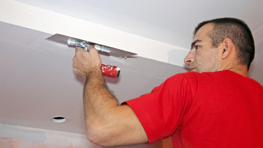 drywall contractor finishing a smooth ceiling