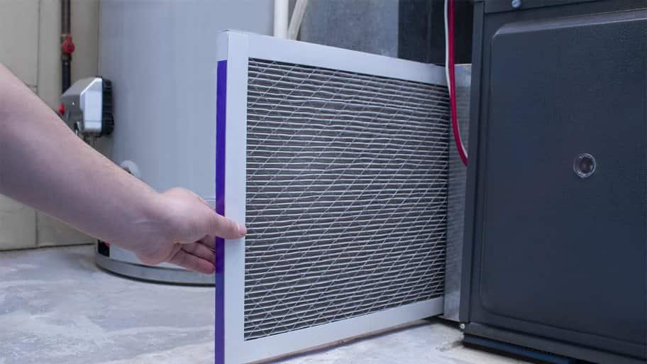 Professional replacing furnace filter