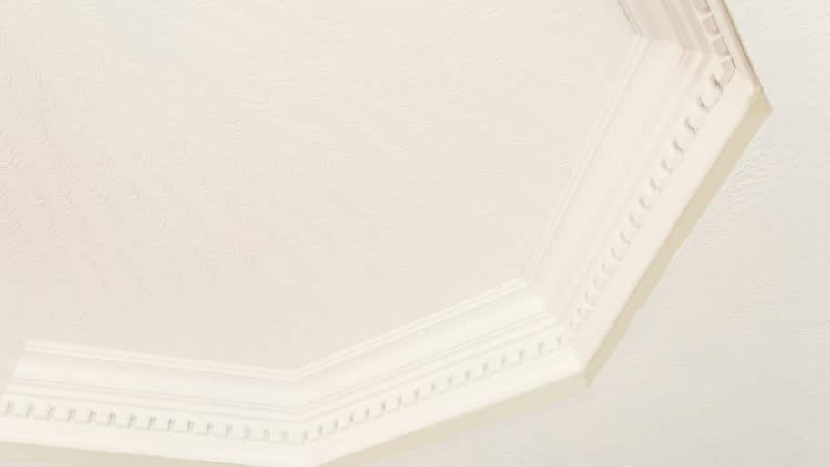 ceiling with crown molding