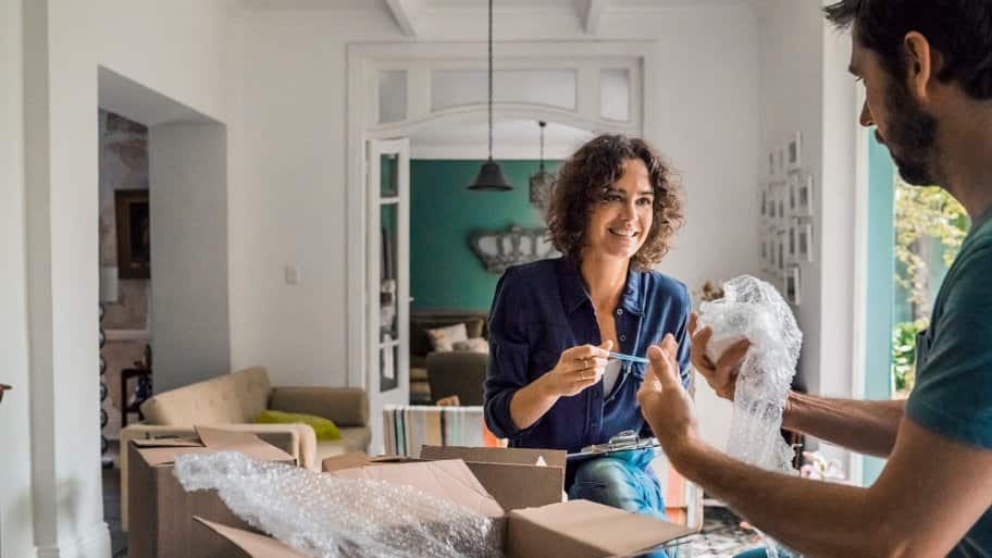 Unpacking at house (Photo by Portra / DigitalVision via Getty Images)