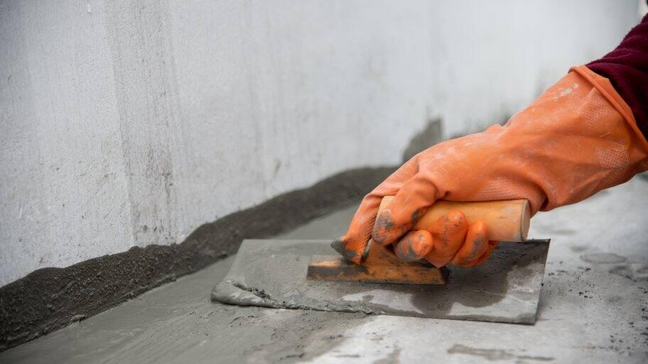 hand edging a concrete slab