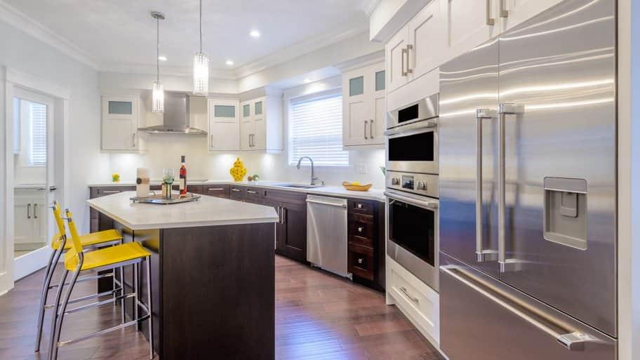 Kitchen with stainless steel appliances (Photo by karamysh - stock.adobe.com)