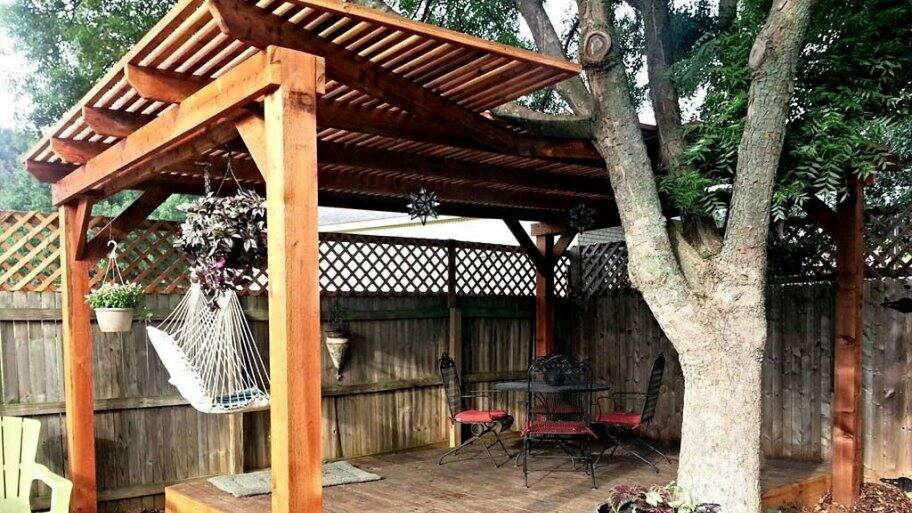 pergola built on freestanding deck