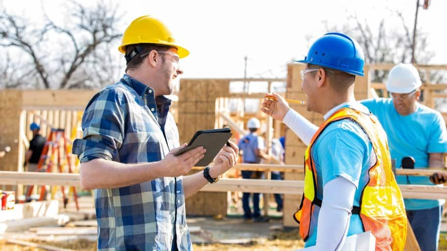 Construction manager and foreman discuss project