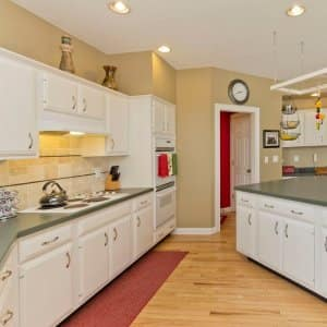 Cabinet refacing vs. cabinet painting