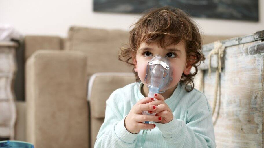 young child doing breathing treatments for asthma